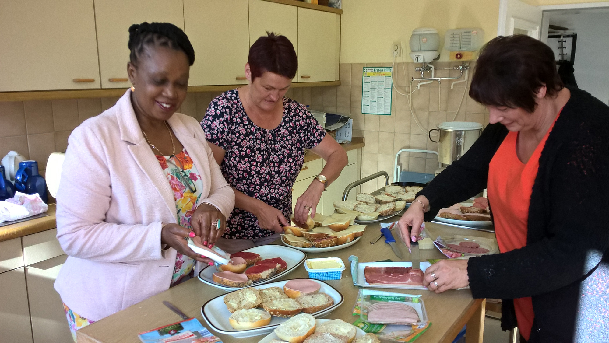 Parish secretary Carola Wientke, the house ceeper of the parish hall and Lungile Majozi preparing the meal to have after die annual meeting meeting of Friends of Partnership.